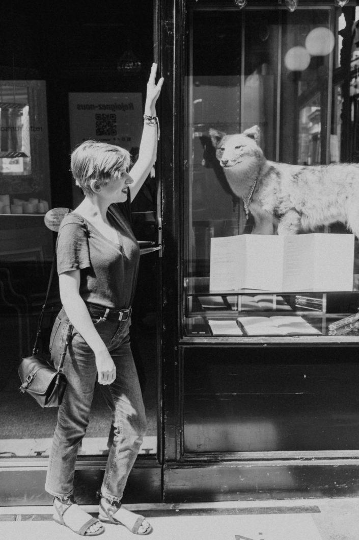 Elsa-Couteiller-Photographie-elsamichellelaurablanche.com-séance-photos-lifestyle-Paris-passage-des-panoramas-passage-couvert-Juliette-10