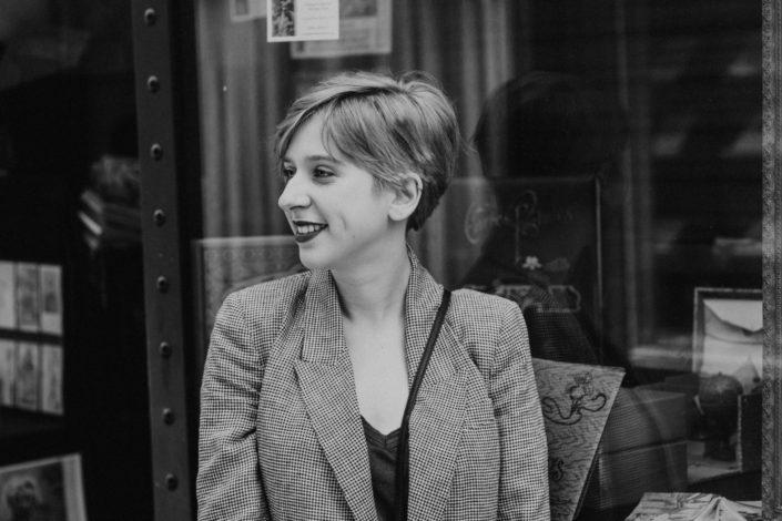 Elsa-Couteiller-Photographie-elsamichellelaurablanche.com-séance-photos-lifestyle-Paris-passage-des-panoramas-passage-couvert-Juliette-22