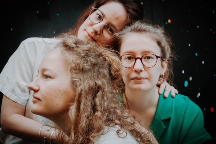 Elsa Couteiller Photographie - elsamichellelaurablanche.com - séance photos lifestyle - les soeurs R - les soeurs du 18ème - Paris (14)