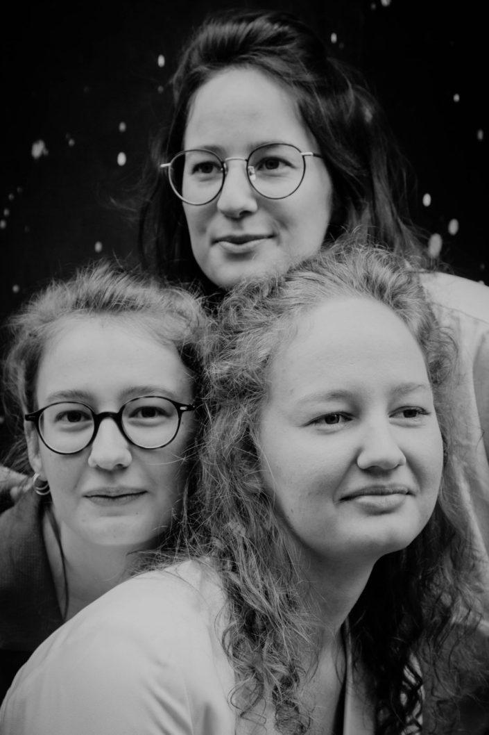 Elsa Couteiller Photographie - elsamichellelaurablanche.com - séance photos lifestyle - les soeurs R - les soeurs du 18ème - Paris (15)