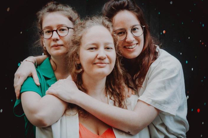Elsa Couteiller Photographie - elsamichellelaurablanche.com - séance photos lifestyle - les soeurs R - les soeurs du 18ème - Paris (17)