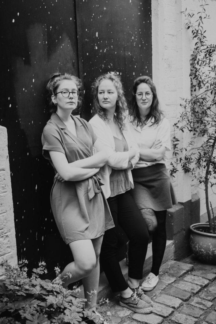 Elsa Couteiller Photographie - elsamichellelaurablanche.com - séance photos lifestyle - les soeurs R - les soeurs du 18ème - Paris (20)