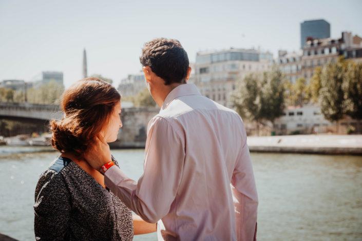 Elsa Couteiller Photographie - elsamichellelaurablanche.com - séance photos lifestyle Paris - Pont Marie - Pont de Sully - Notre-Dame de Paris - Marie - Florian - amoureux (10)