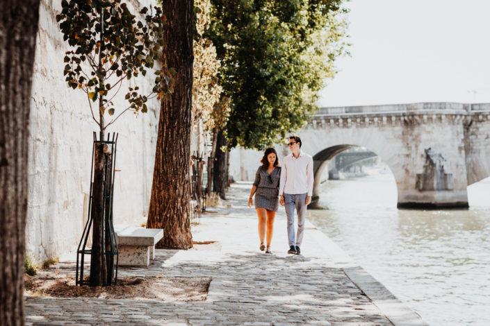 Elsa Couteiller Photographie - elsamichellelaurablanche.com - séance photos lifestyle Paris - Pont Marie - Pont de Sully - Notre-Dame de Paris - Marie - Florian - amoureux (14)