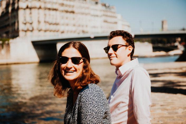 Elsa Couteiller Photographie - elsamichellelaurablanche.com - séance photos lifestyle Paris - Pont Marie - Pont de Sully - Notre-Dame de Paris - Marie - Florian - amoureux (4)