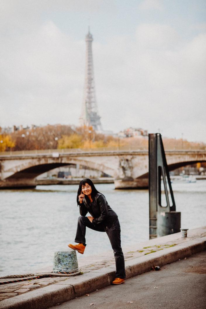 Elsa-Couteiller-Photographie-elsamichellelaurablanche.com-seance-photos-lifestyle-paris-pont-alexandre-III-Louise-10.jpg