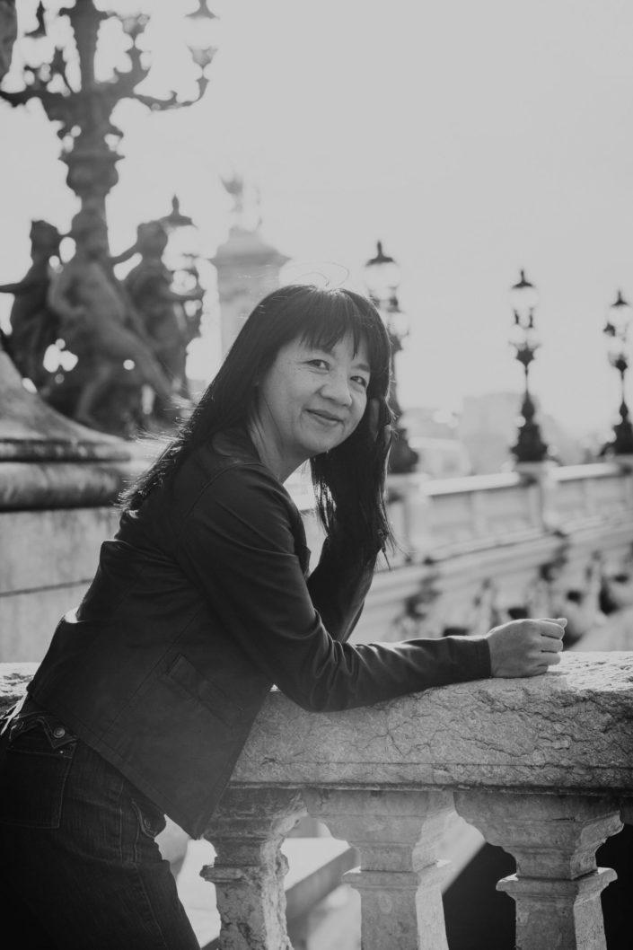 Elsa-Couteiller-Photographie-elsamichellelaurablanche.com-seance-photos-lifestyle-paris-pont-alexandre-III-Louise-16.jpg