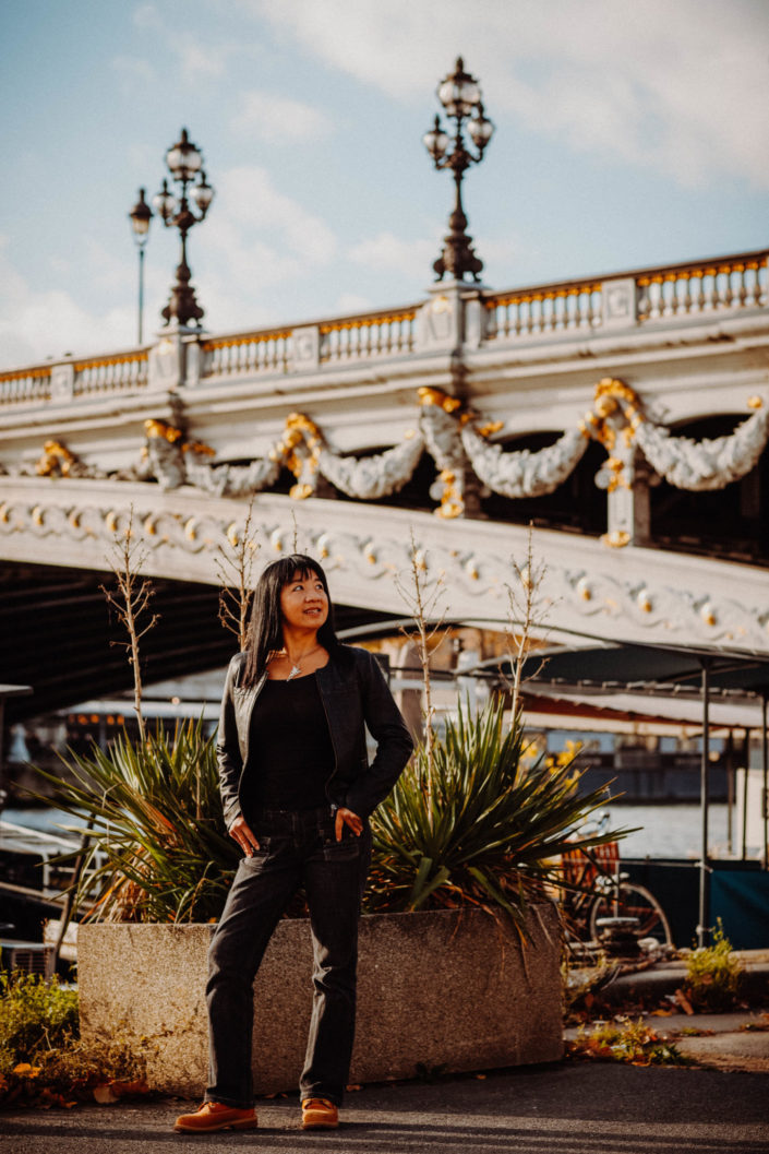 Elsa-Couteiller-Photographie-elsamichellelaurablanche.com-seance-photos-lifestyle-paris-pont-alexandre-III-Louise-8.jpg